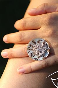 Luxxa Love Creme Ring